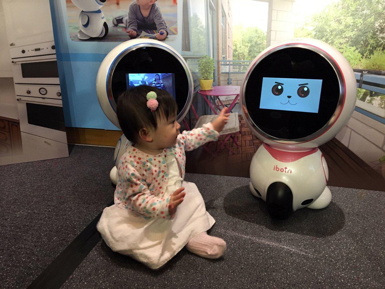 ibotn愛蹦推出幼兒陪伴機器人,具備場景識別、攝影追蹤等功能,鎖定居家安全需求...