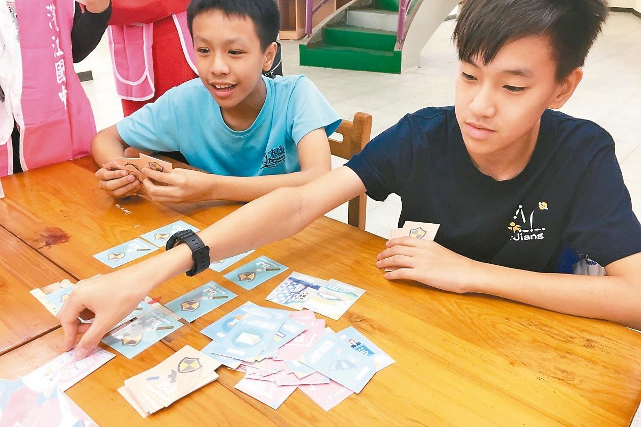 濱江國中打造桌遊中心 學生讚:寫考卷變很順!