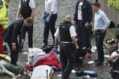 恐攻喪親切身痛 他急CPR只盼救回眼前警