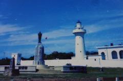 鵝鑾鼻燈塔旁的蔣公銅像去哪兒?竟是被颱風吹跑了