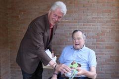 柯林頓送這個當伴手禮 老布希的最愛