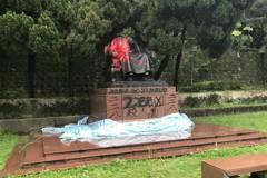 蔣公銅像遭砍頭潑漆 警憂:報復戰開打了