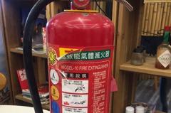 乾粉滅火器貼上「這個」 價格貴五倍且違法
