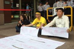 同樣是靜坐抗議…民進黨與林義雄達共識 對徐世榮冷處理