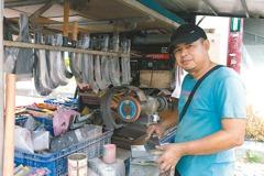 他開行動刀具車 走遍雲嘉18年