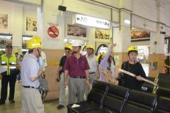 天花板崩落…文化部會勘台南火車站 整修工程流標惱人