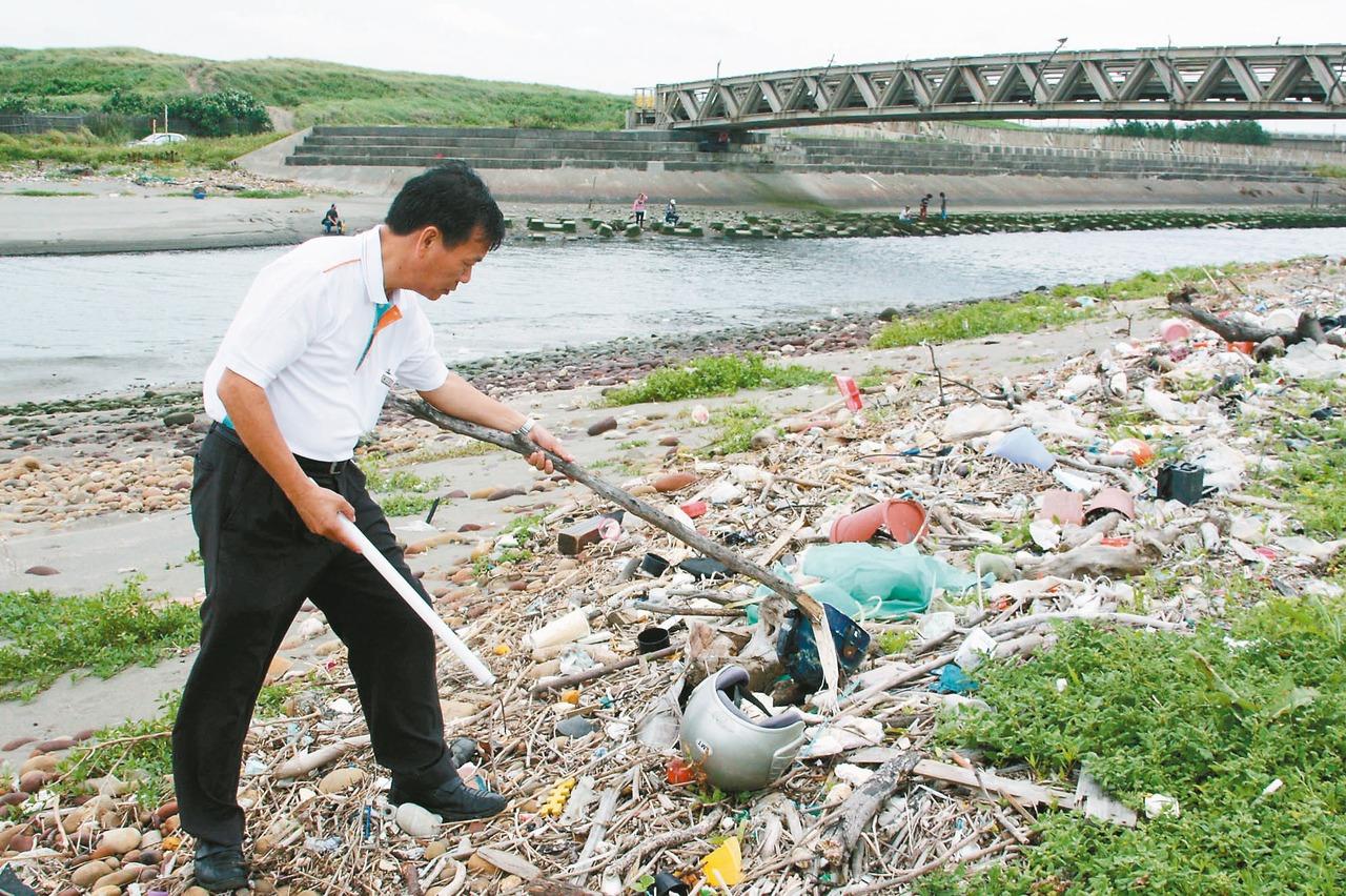 這段海岸是海洋垃圾重災區 從未被納入淨灘區
