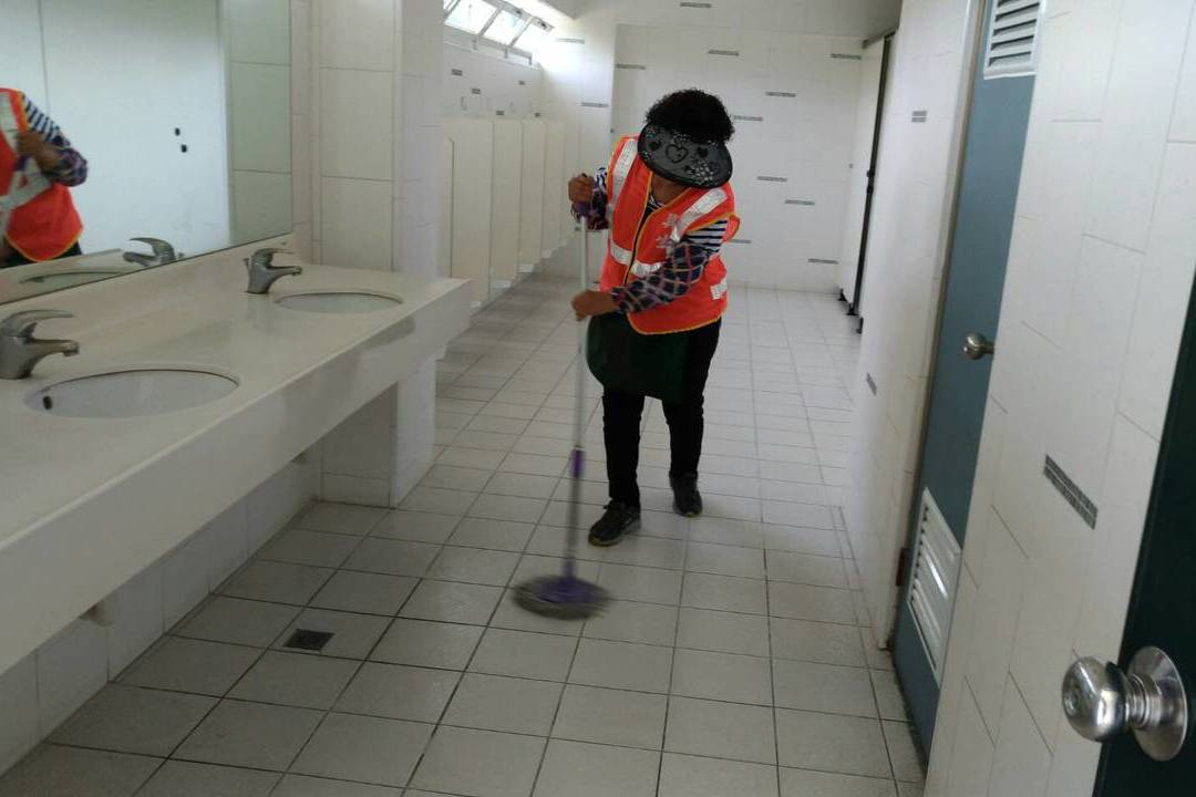 屏東的醫院跨區認養高雄公廁 因為一段愛樹因緣