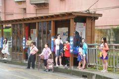 基隆救命公車亭原來這麼高 成熱門觀光點