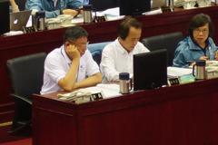 議場宣示參選台北市長 鍾小平:我要打敗柯文哲