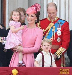 超萌!凱特王妃和夏綠蒂穿母女裝好粉嫩