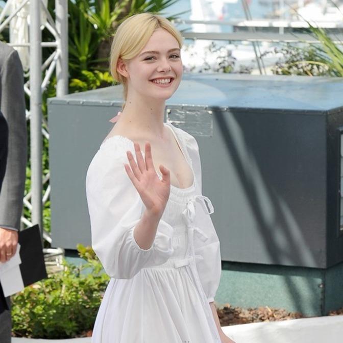 熱到要融化 快學艾兒芬妮的白洋裝穿搭法