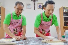 饅頭夫妻環島捐愛 讓上千名喜憨兒學會做饅頭