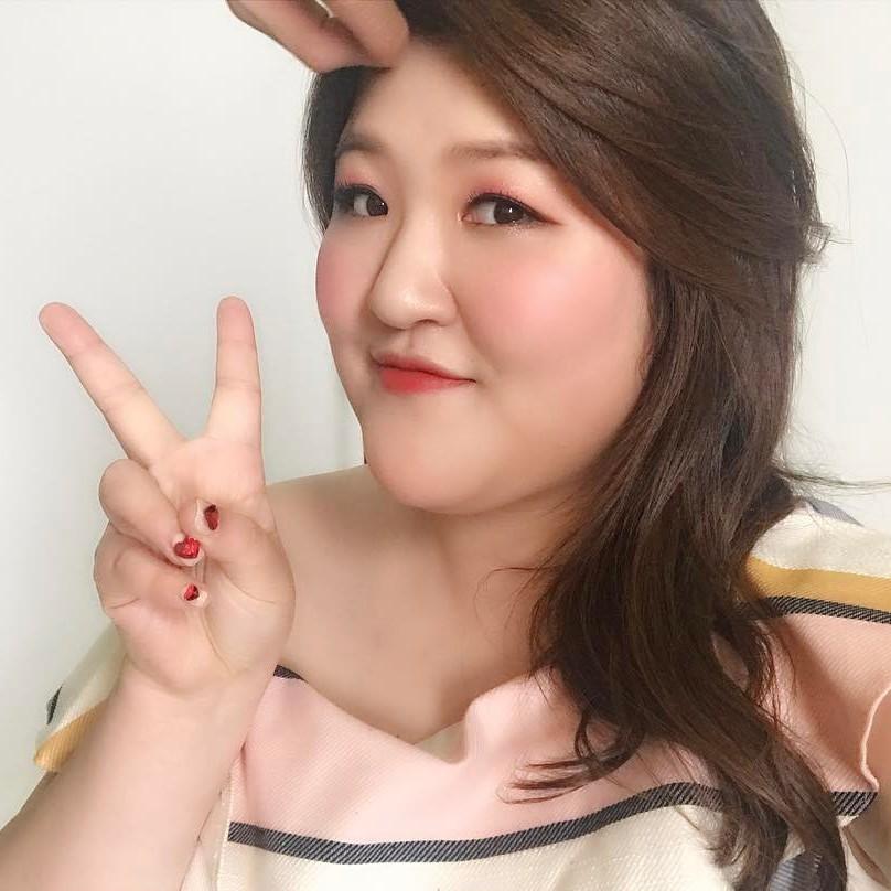 韓國諧星李國主好會穿 把夏天變成「棉花糖女孩」的伸展台!