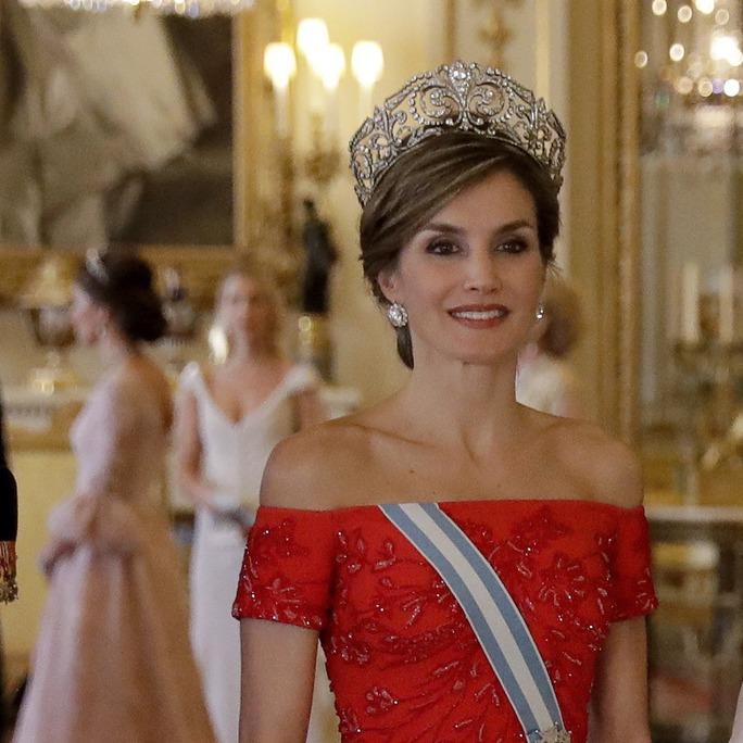 凱特王妃勁敵來襲!西班牙王后訪英穿搭功力更高?