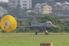 反制共機示威片 空軍公布三型主力戰機短場起降實錄