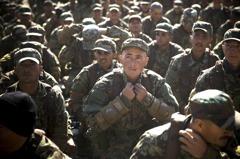 阿富汗的「荒謬迷彩」:讓馬蒂斯臉色鐵青的美援軍服採購案