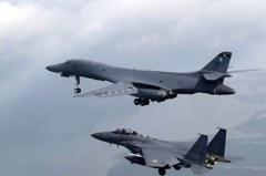 回敬北韓射彈 美測試薩德成功 轟炸機示威