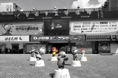 台南球場史努比大公仔被偷了! 世界盃少棒報案協尋