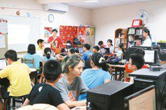 宮廟書屋教電腦 台東童熱愛學習