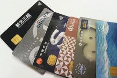 發一堆信用卡的銀行怎麼賺錢? 網友討論長知識
