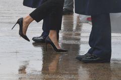 梅蘭妮亞無懼輿論 再蹬高跟鞋出發勘災