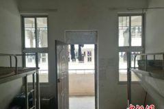 南寧一中學宿舍撤窗簾 學生被「示眾」