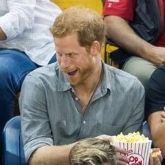 哈利王子好幼稚!跟2歲「爆米花小偷」吵架