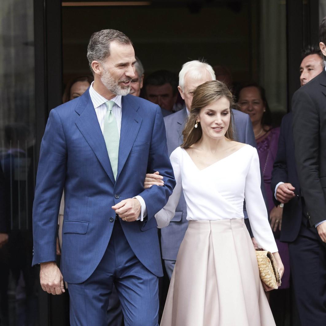 國王最萌身高差 西班牙王后穿搭