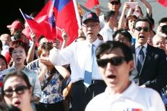 藍營慶國慶 吳敦義盼重返執政拿國旗在凱道辦國慶大會