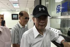 陳哲男報到露臉 對兒子選高雄市長稱「我無能為力」