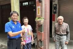 貢寮老街有創意 居民親手彩繪盆栽