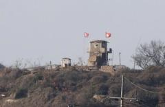 北韓叛逃士兵先開車再棄車 被追兵狂開40槍