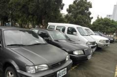 老賓士車主欠罰款、停車費等共8萬多 堅持不繳車被拍賣