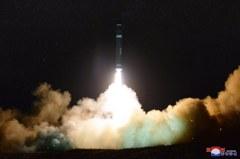 美官員:北韓射的「火星15型」飛彈重返大氣層時已解體