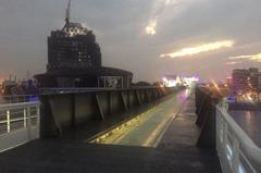 站在愛河舊鐵橋上 這裡是愛河最美的駐點