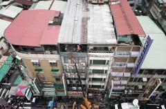 拆除大隊機具開進雅房 新北違建住戶:我們來不及搬