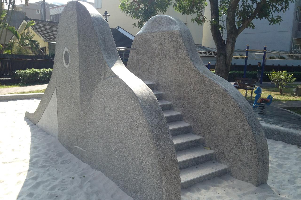 大象溜滑梯回來了! 台中16公園打造復古遊具