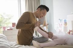 我想要站起來!謝祖武扶3歲肌肉萎縮症女兒跳舞