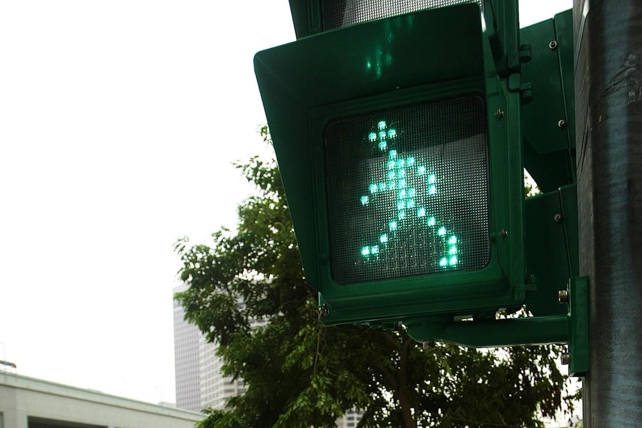 長者過馬路更安全 北市延長晨運行人綠燈秒數