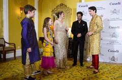 加拿大總理杜魯多訪印 這樣穿被嘲笑