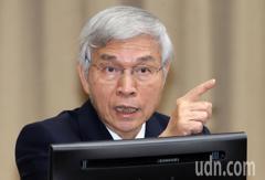 央行總裁楊金龍:一半薪水花在消費上