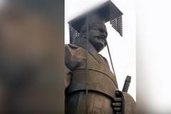 大風颳倒6噸重銅像 「世界第一」秦始皇像臉摔扁