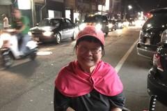 大甲媽回鑾 小兒麻痺女克服困難躦轎