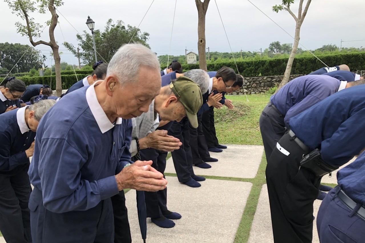 前交長當慈濟全職志工 參加朝山靜心祈福