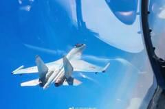 共軍再度同時穿越島鏈 Su-35首飛巴士海峽