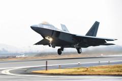 美軍在琉球臨時部署14架F-22 施壓北韓