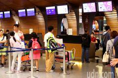 刷卡買機票沒出示信用卡需重買 地勤無奈:旅客憤怒咆哮