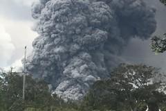 夏威夷火山出現爆炸式噴發 火山灰雲沖天