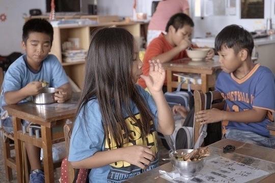 郭琇真 洪爾佑/我們到蘭嶼找飛魚和芋頭,他們的午餐飯菜卻來自台灣